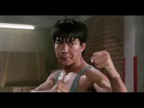 Юэнь Бяо фильм Мои счастливые звезды 2 (1986 год) бой на фабрике в начале фильма