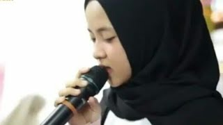 "Nissa Sabyan Menyanyikan Lagu India ""TUM HI HO""."