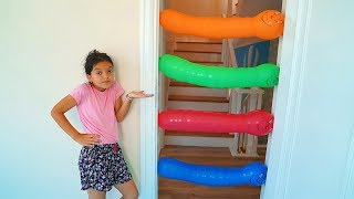 Masal and Mommy  kids play with balloons - fun kids