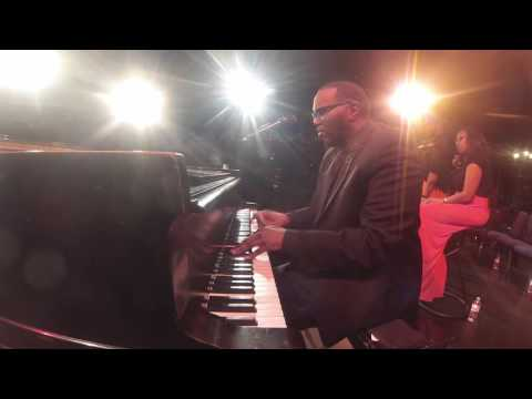 """""""O  Come All Ye Faithful""""  (Isaac Cates piano Solo)"""