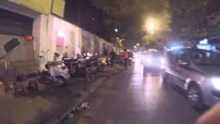 Сложности перехода дорог в старом Ханое (Вьетнам)