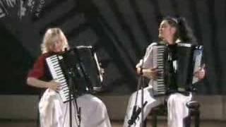 Accordion Duet Nina & Lena Perform Hold That Tiger Нина Слюсарь аккордеон