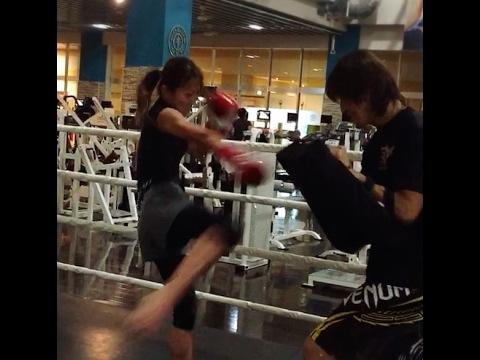 キックボクシング女子 HIRO ミット打ちダイエット (KICK'S)