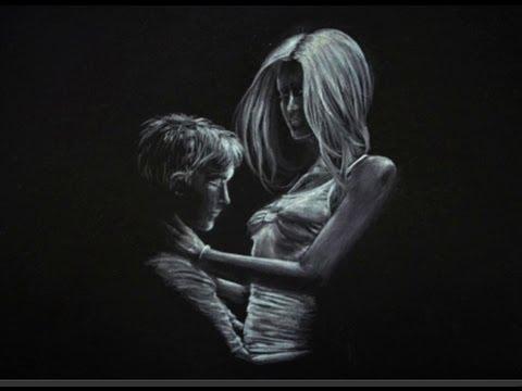 Dibujando una pareja enamorada dibujo sobre papel negro - Fotos de parejas en blanco y negro ...
