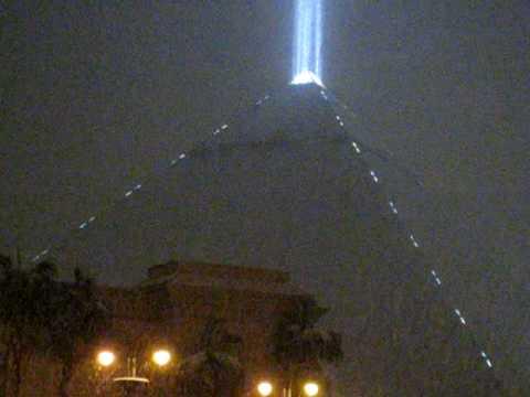 Snowing on the Luxor Enhances Its Apex Light Beam into the Night Sky & Snowing on the Luxor Enhances Its Apex Light Beam into the Night ... azcodes.com