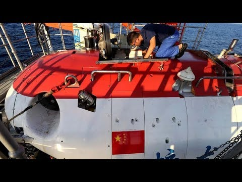 Chinese manned submersible Jiaolong completes dive at world's deepest point