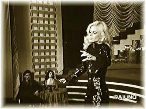 SYLVIE VARTAN chante sur une musique de MOZART Caro Mozart (TV Italie 1975)