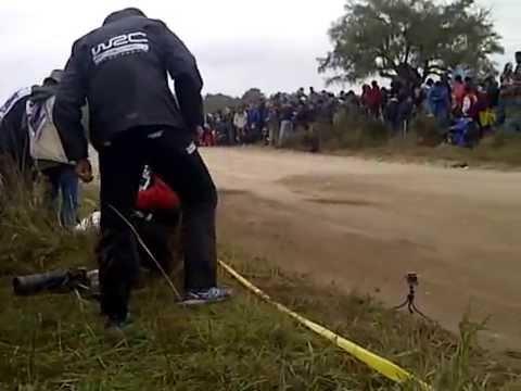 rally humor cordobes cargando al publico uruguayo