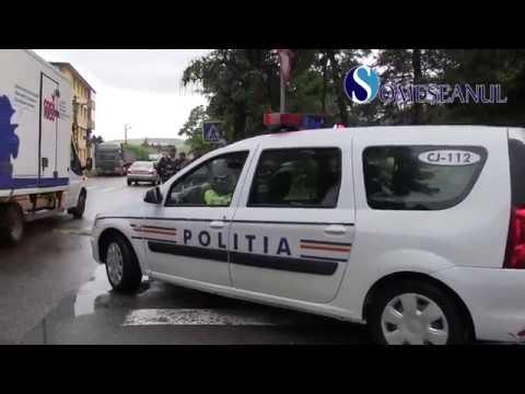 Accident în fața Școlii Generale nr.1 din Gherla, provocat de un șofer beat