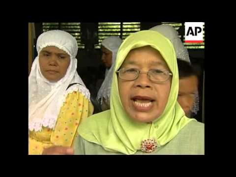 Schools reopen in Banda Aceh, plus refugee shelter