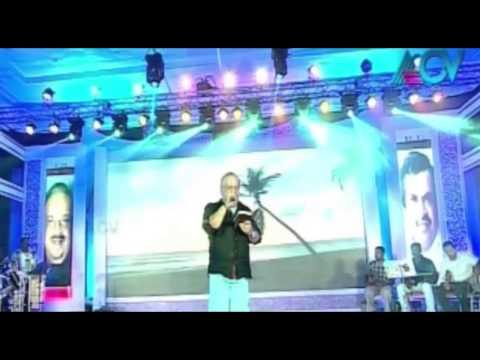 Rhythm 2013 - Jayachandran sings 'chandanathil kadanjeduthoru '