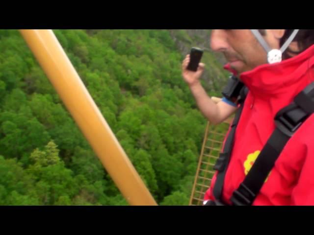 Salto del péndulo en Navarra Aventura Park
