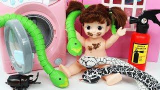 콩순이 집에 뱀이 나타났다! 세탁기 슈퍼윙스 장난감 놀이 Baby Doll Snake Washing Machine Toy