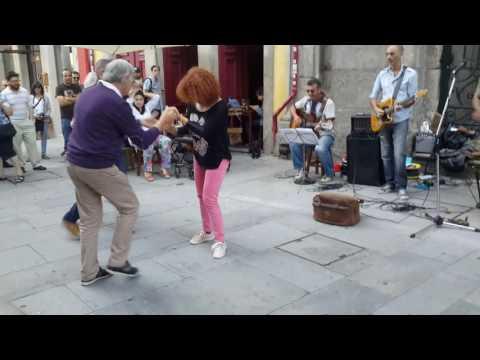 Rock around the clock at rua das flores, porto portugal