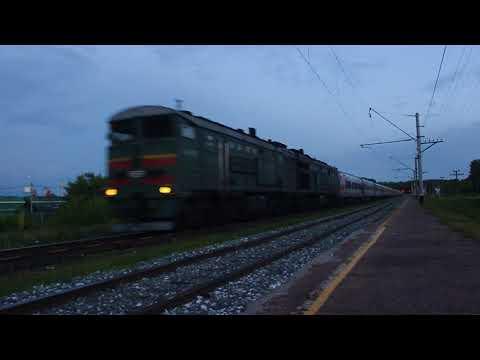 Тепловоз 2ТЭ10М-0462 с пассажирским поездом