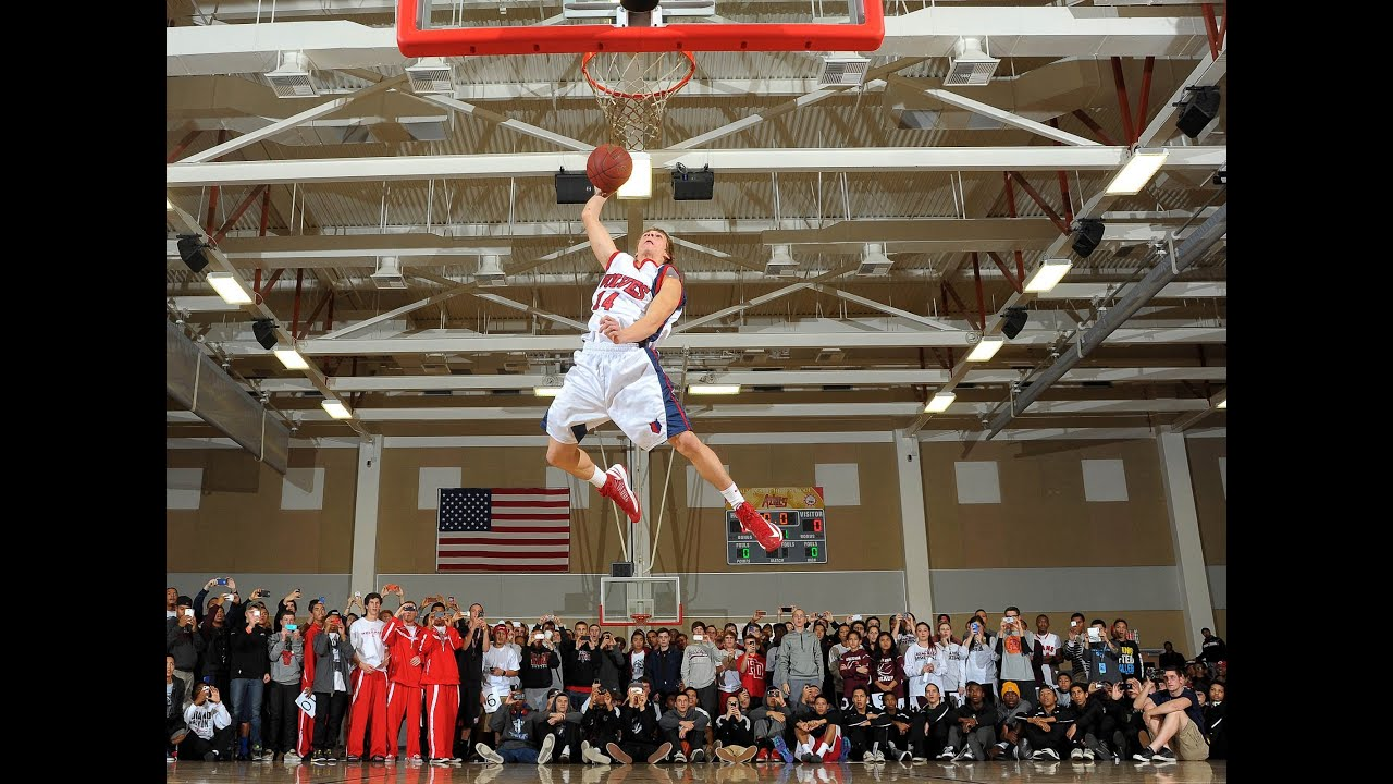 The 2012 MaxPreps Holiday Classic - Dunk Competition - YouTube
