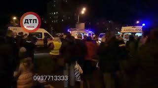 Серьёзное #ДТП с пострадавшими в Киеве на #Перова/#Кибальчича: работают спасатели. один из автомобил