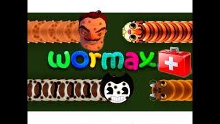 Папа с дочкой вырастил огромного червяка, а мама пытается вырастить еще больше в игре wormate io