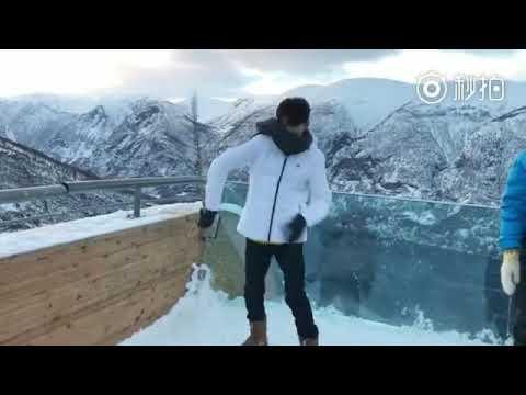 [06.01.2018] Vương Nguyên đi trượt tuyết tại Na Uy