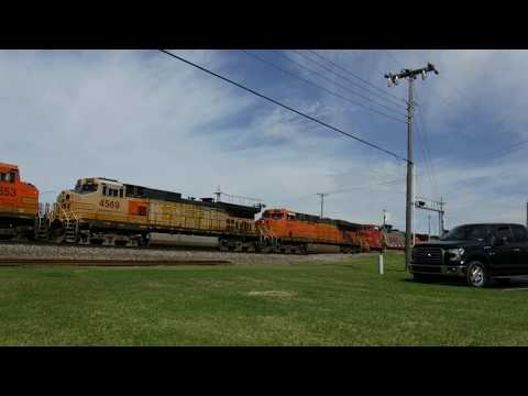 11 Locomotives on a Freight Train in Norman, OK (By Z)