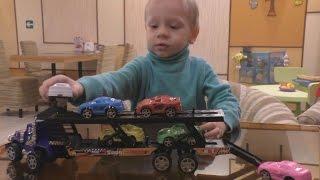 Любимые машинки  Распаковка игрушек Машинка трейлер с шестью гоночными машинками  Видео про машинки