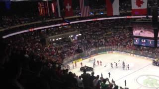 Хоккеисты сб. России покидают лёд перед исполнением канадского гимна thumbnail