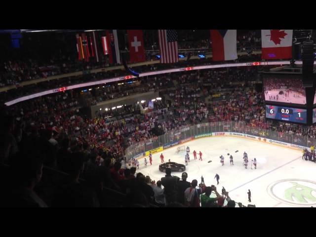 Хоккеисты сборной России покидают лёд перед исполнением канадского гимна