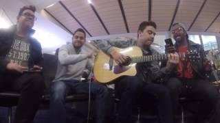 Carmesi - Vicente Garcia (cover casual en el aeropuerto de Dallas)