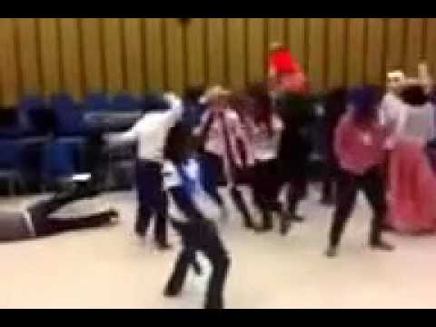 Batesburg leesville high school chorus Harlem shake!