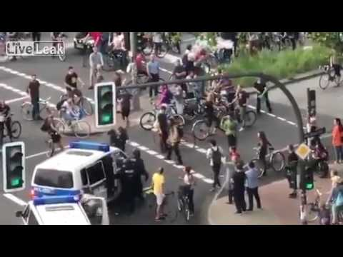 Hamburg Police Remove Antifa Scum From The Street