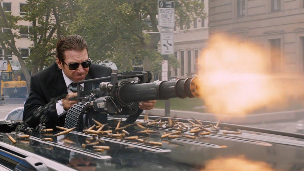 俄罗斯国防部部长车队被袭击,保镖架起加特林就猛扫,太爽了!价值千万美金的奔驰!