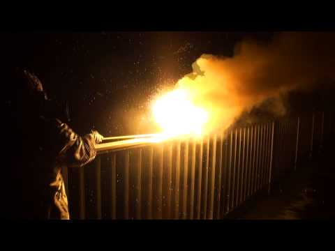 Megalux Magnesium-Starklichtbränder Im Wasser / Big Flare In The Water [Full HD]