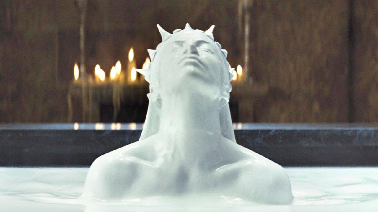 女王为了长生不老,每天用牛奶洗澡,还抓美丽少女吸食精气!