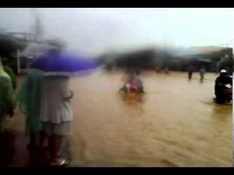 Nước ngập đường quốc lộ 1A tại Đà Nẵng