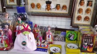 Где купить корейские подарки и сувениры?(Южная Корея, Кванджу, в центре города можно обнаружить лавочки с подарками и сувенирами в традиционном..., 2016-03-30T11:02:06.000Z)