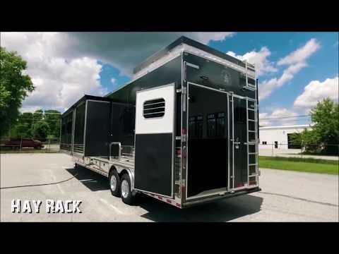 Dixie Star Custom Living Quarters Horse Trailer