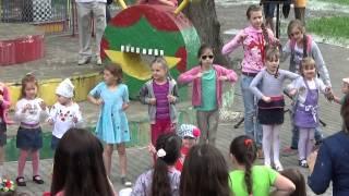 Танец маленьких утят - День защиты детей-2015 (Сумы)(Интерактивная игра-танец (флэшмоб) под песенку