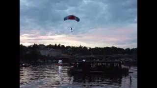 Navalis 16/5/2016 - seskok parašutistů ke Karlovu mostu