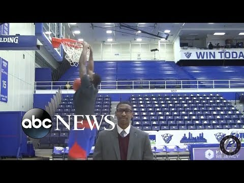 Donnie McClurkin - Watch! College student's sportscasting reel goes viral