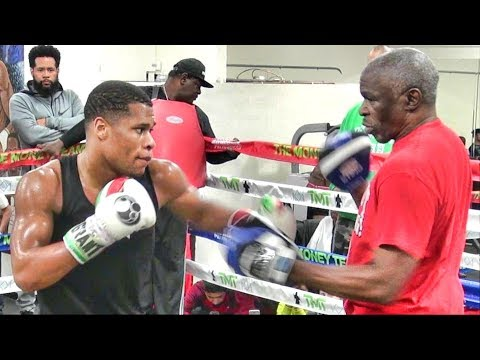 66 year old Floyd Mayweather Sr. & 20 year old Devin Haney just KILLED it on the pads