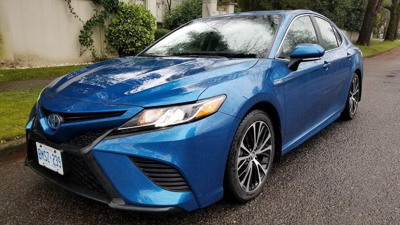 Toyota Camry Hybrid Review This Or 4 Cylinder