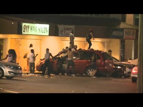 looters rob liquor store in ferguson missouri 8162014