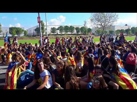 Manifestació d'estudiants a Igualada fins a la caserna de la Guàrdia Civil