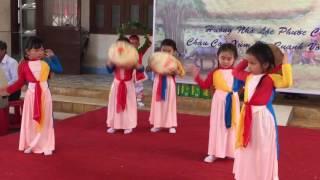 Lớp múa Ấu Nhi mừng giỗ tỗ Cha Thánh Phê rô Vũ Đăng Khoa