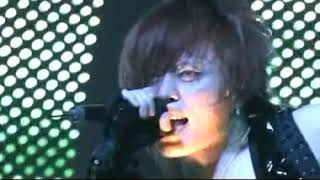 From LIVE REVOLUTION'05 -vertical infinity- 翌年からアンカバ版にな...