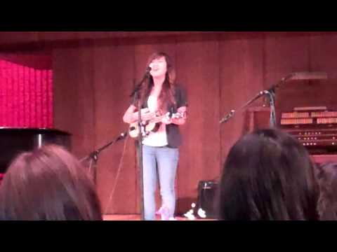Isabell Thao Performs