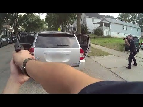 Suspect Pulls Gun on Officers After Fleeing From Traffic Stop