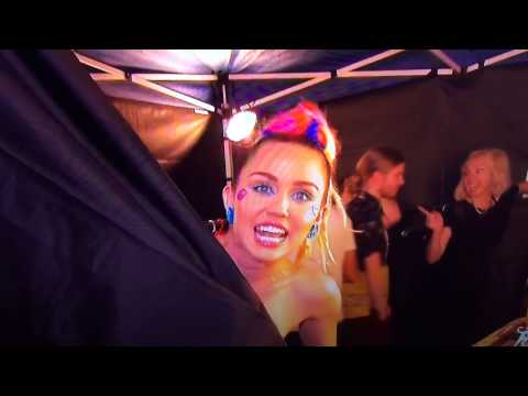 "Miley Cyrus shows her Niple ""LIVE"" on VMAs 2015"