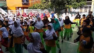 Download Video Siswa SD Plus Nurul Aulia senam di Hari Kesehatan(1) MP3 3GP MP4