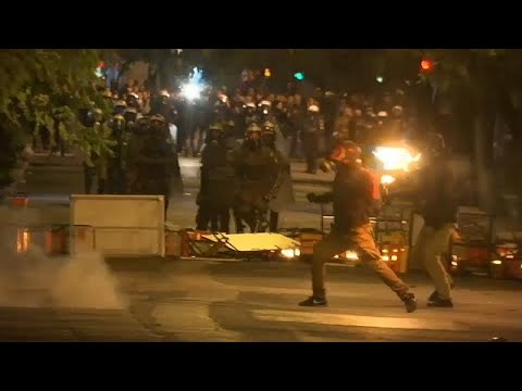 شاهد: اشتباكات بين الشرطة اليونانية وطلاب في ذكرى انتفاضة 1973…  - نشر قبل 3 ساعة